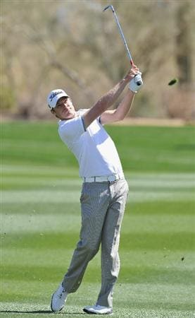 MARANA, AZ - FEBRUARY 25:  Nick Watney plays his approach shot on the 10th hole during the third round of the Accenture Match Play Championship at the Ritz-Carlton Golf Club on February 25, 2011 in Marana, Arizona.  (Photo by Stuart Franklin/Getty Images)