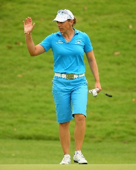 SINGAPORE - MARCH 01:  Annika Sorenstam of Sweden waves to the crowd on the ninth hole during the third round of the HSBC Women's Champions at Tanah Merah Country Club on March 1, 2008 in Singapore.  (Photo by Andrew Redington/Getty Images)