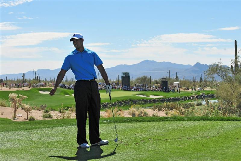 MARANA, AZ - FEBRUARY 25:  Tiger Woods of the USA reacts to his tee shot on the third hole during the first round of the Accenture Match Play Championships at Ritz - Carlton Golf Club at Dove Mountain on February 25, 2009 in Marana, Arizona.  (Photo by Stuart Franklin/Getty Images)