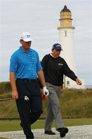 TURNBERRY, SCOTLAND - JULY 15:   Ernie Els of South Africa walks with Coach David Leadbetter during a practice round prior to the 138th Open Championship on the Ailsa Course, Turnberry Golf Club on July 15, 2009 in Turnberry, Scotland.  (Photo by Andrew Redington/Getty Images)