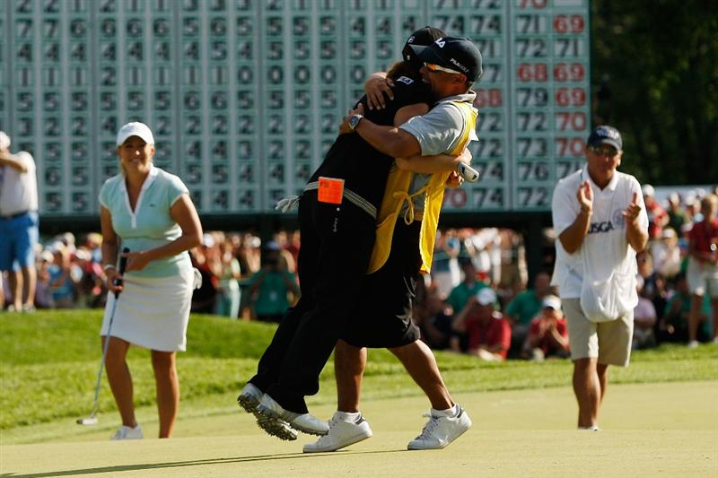 BETHLEHEM, PA - JULY 12:  Eun Hee Ji of South Korea celebrates with her caddy Zac Austin after putting in for birdie on the 18th hole to win the final round of the 2009 U.S. Women's Open at Saucon Valley Country Club on July 12, 2009 in Bethlehem, Pennsylvania.  (Photo by Chris Graythen/Getty Images)