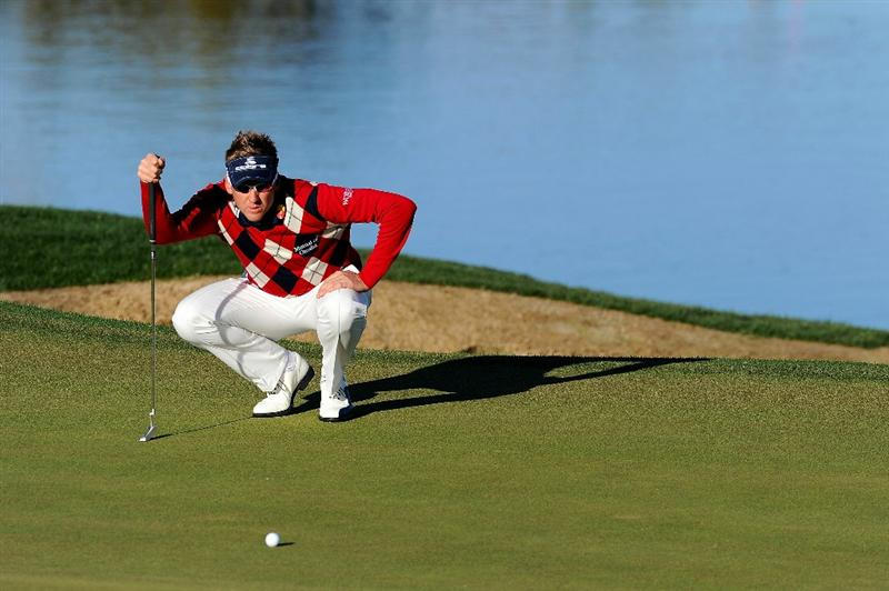 MARANA, AZ - FEBRUARY 23:  Ian Poulter of England lines up a putt on the third hole during the first round of the Accenture Match Play Championship at the Ritz-Carlton Golf Club on February 23, 2011 in Marana, Arizona.  (Photo by Stuart Franklin/Getty Images)