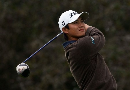 LA JOLLA, CA - JANUARY 27:  Ryuji Imada of Japan watches his tee shot on the 18th hole during the fourth round of the Buick Invitational at the Torrey Pines Golf Course January 27, 2008 in La Jolla, California.  (Photo by Harry How/Getty Images)