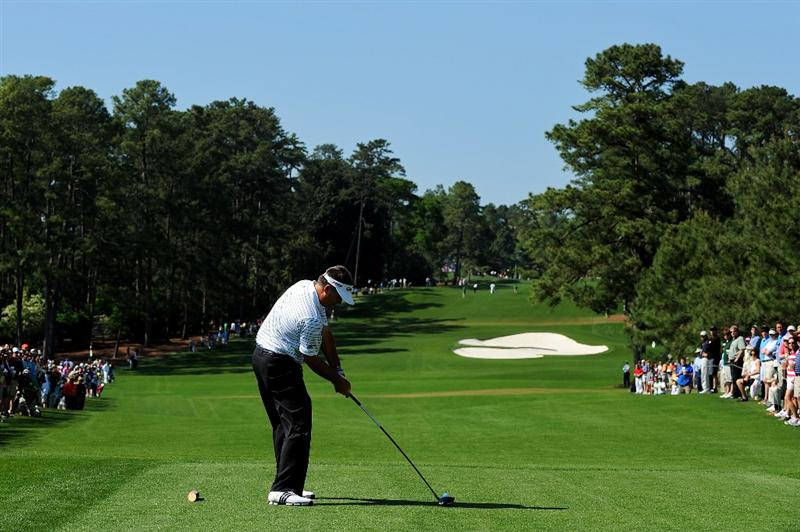 AUGUSTA, GA - APRIL 12:  Kenny Perry hits his tee shot on the eighth hole during the final round of the 2009 Masters Tournament at Augusta National Golf Club on April 12, 2009 in Augusta, Georgia.  (Photo by Harry How/Getty Images)