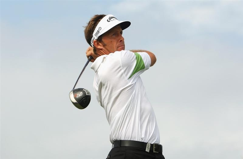 SYDNEY, AUSTRALIA - DECEMBER 04:  Stuart Appleby of Australia plays a tee shot during the second round of the 2009 Australian Open at New South Wales Golf Club on December 4, 2009 in Sydney, Australia.  (Photo by Cameron Spencer/Getty Images)