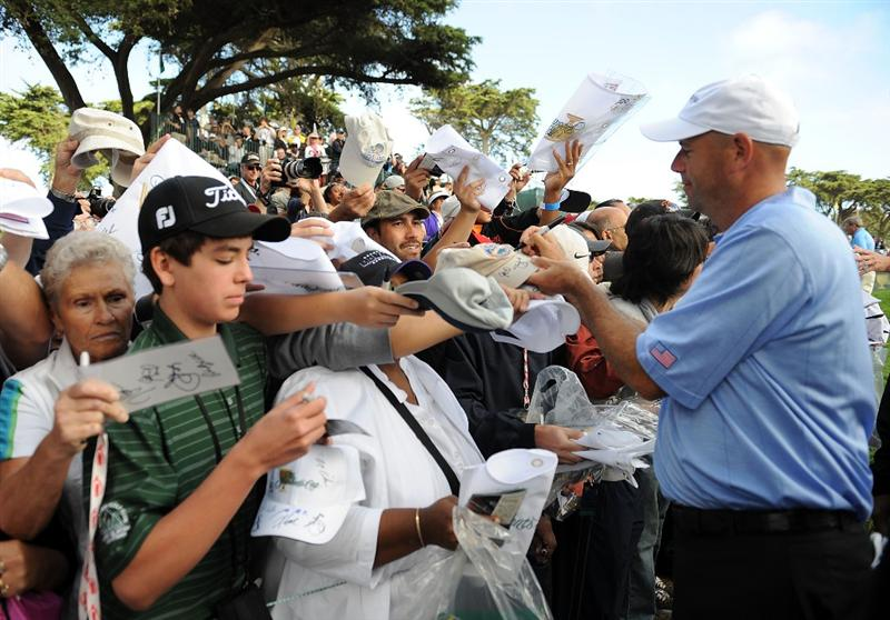 SAN FRANCISCO - OCTOBER 07:  Stewart Cink of the USA Team signs an autograph during a practice round prior to the start of The Presidents Cup at Harding Park Golf Course on October 7, 2009 in San Francisco, California.  (Photo by Harry How/Getty Images)