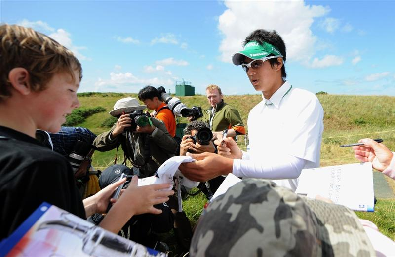 TURNBERRY, SCOTLAND - JULY 13:  Ryo Ishikawa of Japan signs autographs during the practice round of the 138th Open Championship on July 13, 2009 on the Ailsa Course, Turnberry Golf Club, Turnberry, Scotland.  (Photo by Harry How/Getty Images)