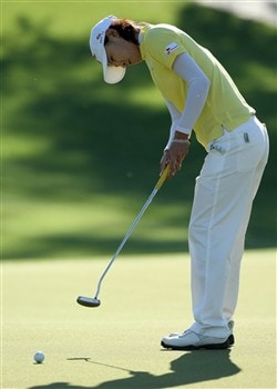 RANCHO MIRAGE, CA - APRIL 3:  Na Yeon Choi of South Korea hits a putt at the first hole during the first round of the Kraft Nabisco Championship at the Mission Hills Country Club April 3, 2008 in Rancho Mirage, California.  (Photo by David Cannon/Getty Images)