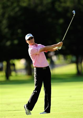 HONOLULU, HI - JANUARY 16:  Zach Johnson hits a shot on the 15th hole during the third round of the Sony Open at Waialae Country Club on January 16, 2010 in Honolulu, Hawaii.  (Photo by Sam Greenwood/Getty Images)