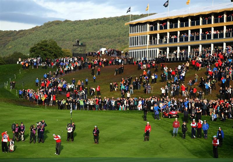 NEWPORT, WALES - OCTOBER 03:  Stewart Cink of the USA hits his approach on the 18th hole during the  Fourball & Foursome Matches during the 2010 Ryder Cup at the Celtic Manor Resort on October 3, 2010 in Newport, Wales.  (Photo by Jamie Squire/Getty Images)