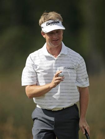 AVONDALE, LA - APRIL 24: David Toms waves after completing play on the 18th hole during the second round of the Zurich Classic at TPC Louisiana on April 24, 2009  in Avondale, Louisiana. (Photo by Dave Martin/Getty Images)