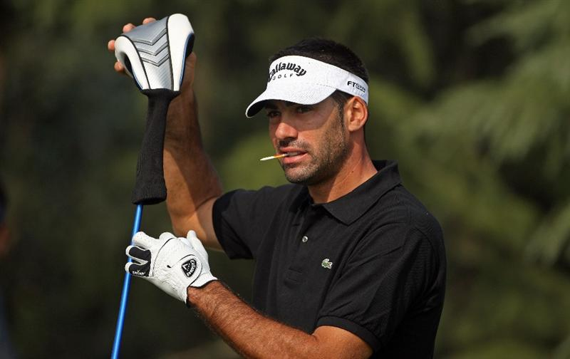 SHANGHAI, CHINA - NOVEMBER 05:  Alvaro Quiros of Spain takes the headcover off his driver on the 18th hole during the first round of the WGC-HSBC Champions at Sheshan International Golf Club on November 5, 2009 in Shanghai, China.  (Photo by Andrew Redington/Getty Images)