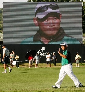 Tadd Fujikawa waves to the gallery at the 18th green during the second round of the Sony Open in Hawaii held at Waialae Country Club on January 11, 2008 in Honolulu, Hawaii. PGA TOUR - 2008 Sony Open in Hawaii - Second RoundPhoto by Stan Badz/PGA TOUR/WireImage.com