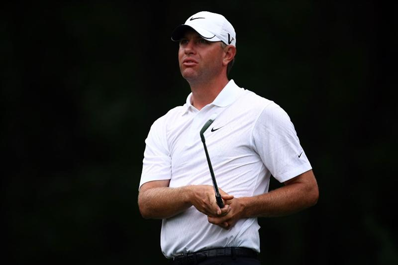 FARMINGDALE, NY - JUNE 20:  Lucas Glover watches his tee shot on the 14th hole during the continuation of the second round of the 109th U.S. Open on the Black Course at Bethpage State Park on June 20, 2009 in Farmingdale, New York.  (Photo by Chris McGrath/Getty Images)