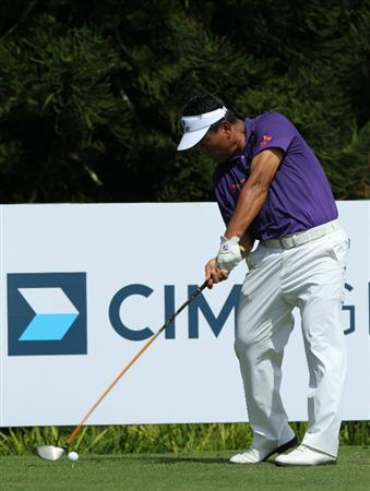 KUALA LUMPUR, MALAYSIA - OCTOBER 31: K.J. Choi of South Korea hits a tee shot on the 4th hole during day four of the CIMB Asia Pacific Classic at The MINES Resort & Golf Club on October 31, 2010 in Kuala Lumpur, Malaysia. (Photo by Stanley Chou/Getty Images)