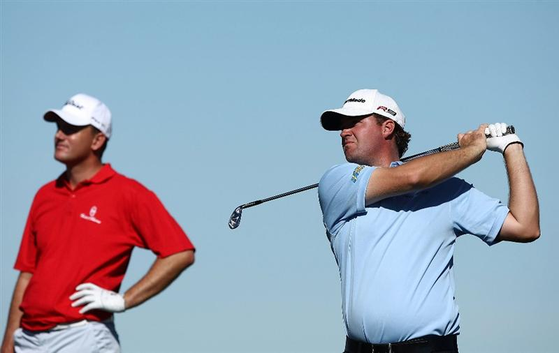 MARANA, AZ - FEBRUARY 25:  Peter Hanson of Sweden watches his tee shot on the third hole as Robert Karlsson looks on during the first round of the Accenture Match Play Championship at the Ritz-Carlton Golf Club at Dove Mountain on February 25, 2009 in Marana, Arizona.  (Photo by Donald Miralle/Getty Images)