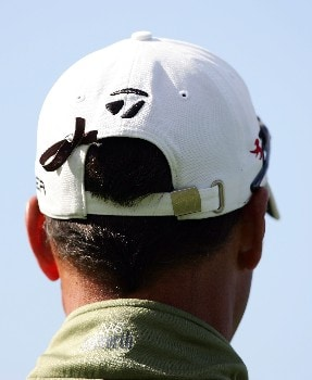 LA JOLLA, CA - JANUARY 24:  New caddie Bobby Brown wears a ribbon in his hat in honour of caddie Steve Duplantis who was killed in a car accident earlier in the week during the first round of the Buick Invitational at the Torrey Pines Golf Course January 24, 2008 in La Jolla, California.  (Photo by Harry How/Getty Images)