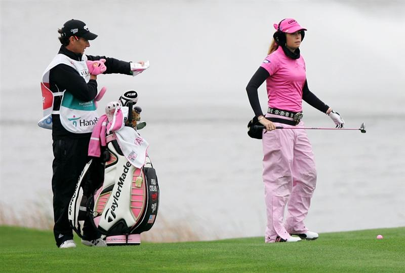 INCHEON, SOUTH KOREA - NOVEMBER 01:  Paula Creamer of United States on the the 2th hole during final round of Hana Bank Kolon Championship at Sky 72 Golf Club on November 1, 2009 in Incheon, South Korea.  (Photo by Chung Sung-Jun/Getty Images)