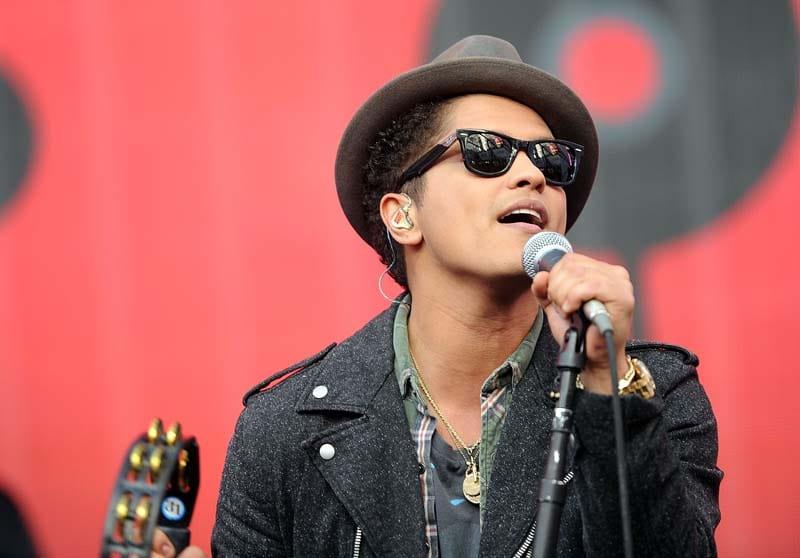 Bruno Mars' headwear: