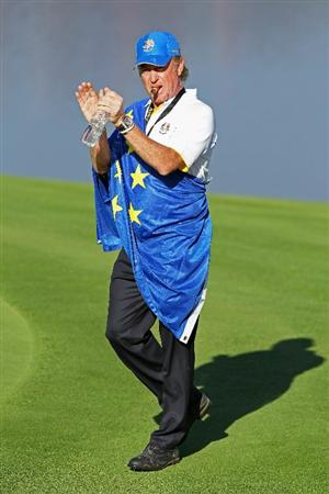 NEWPORT, WALES - OCTOBER 04:  Miguel Angel Jimenez of Europe waves to the gallery in the singles matches during the 2010 Ryder Cup at the Celtic Manor Resort on October 4, 2010 in Newport, Wales.  (Photo by Andy Lyons/Getty Images)
