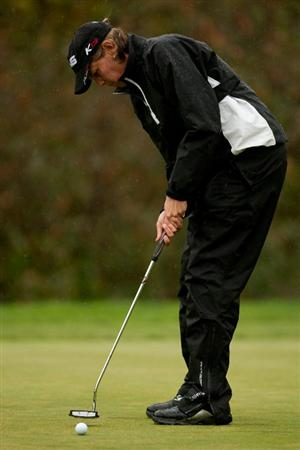 DANVILLE, CA - OCTOBER 17:  Wendy Ward putts during the final round of the CVS/Pharmacy LPGA Challenge at Blackhawk Country Club on October 16, 2010 in Danville, California. (Photo by Darren Carroll/Getty Images)