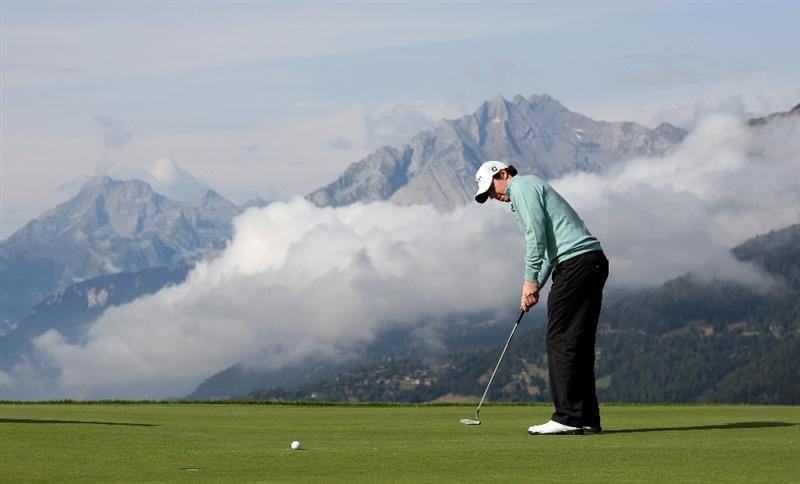 CRANS, SWITZERLAND - SEPTEMBER 02:  Rory McIlroy of Northern Ireland putts on the 7th green during the Pro Am prior to the start of The Omega European Masters at Crans-Sur-Sierre Golf Club on September 2, 2009 in Crans Montana, Switzerland.  (Photo by Andrew Redington/Getty Images)