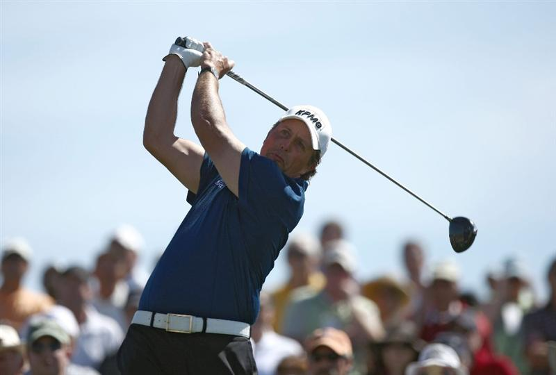 MARANA, AZ - FEBRUARY 27:  Phil Mickelson tees off the fifth tee during the third round of the Accenture Match Play Championships at the Ritz-Carlton Golf Club at Dove Mountain on February 27, 2009 in Marana, Arizona. (Photo by Donald Miralle/Getty Images)