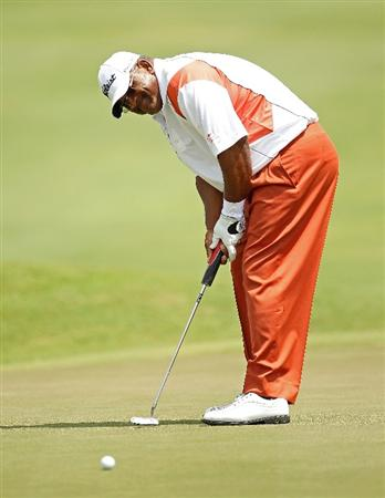 LUTZ, FL - APRIL 16:  Jim Thorpe putts on the 12th hole during the second round of the Outback Steakhouse Pro-Am at the TPC of Tampa on April 16, 2011 in Lutz, Florida.  (Photo by Mike Ehrmann/Getty Images)