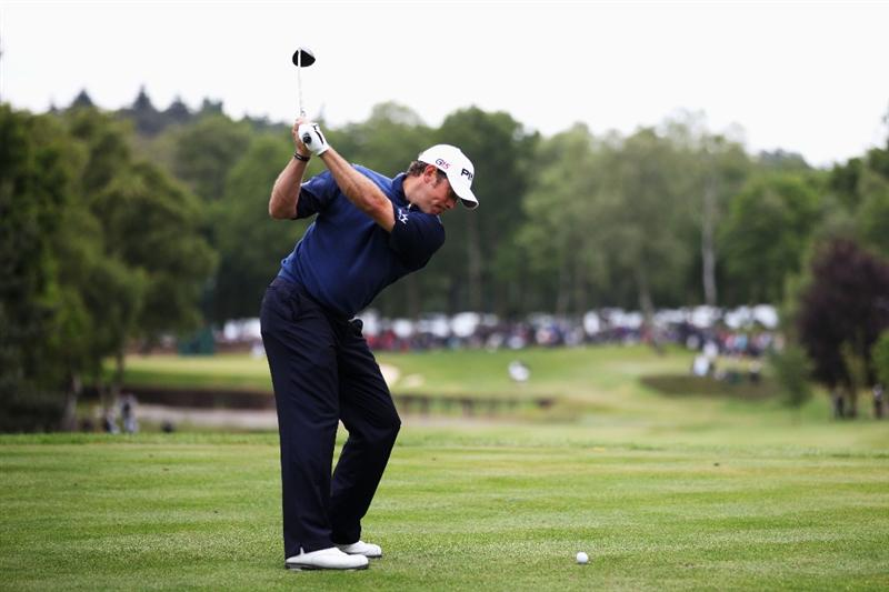 VIRGINIA WATER, ENGLAND - MAY 29:  Lee Westwood of England tee's off at the 8th during the final round of the BMW PGA Championship  at the Wentworth Club on May 29, 2011 in Virginia Water, England.  (Photo by Richard Heathcote/Getty Images)