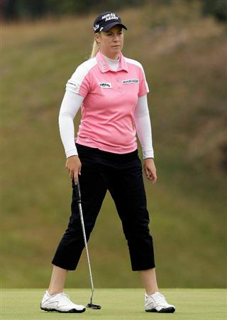 SHIMA, JAPAN - NOVEMBER 07:  Brittany Lincicome of United States prepares to putt on the 2nd hole during the final round of the Mizuno Classic at Kintetsu Kashikojima Country Club on November 7, 2010 in Shima, Japan.  (Photo by Chung Sung-Jun/Getty Images)