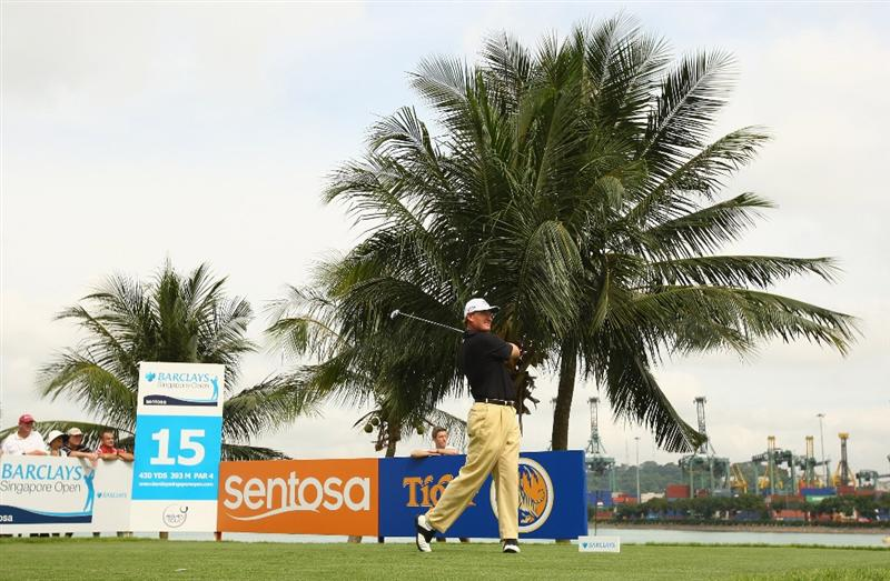 SINGAPORE - NOVEMBER 14:  Ernie Els of South Africa tees off on the 15th hole during the second round of the Barclays Singapore Open at Sentosa Golf Club on November 14, 2008 in Singapore.  (Photo by Ian Walton/Getty Images)