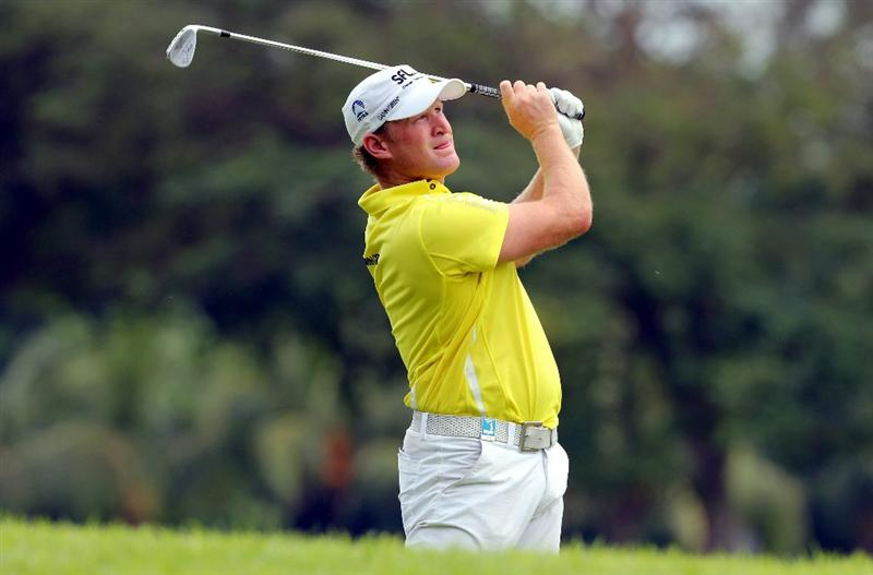 SINGAPORE - NOVEMBER 11: Jamie Donaldson of Wales watches his 2nd shot on the 5th hole during the First Round of the Barclays Singapore Open at Sentosa Golf Club on November 11, 2010 in Singapore, Singapore.  (Photo by Stanley Chou/Getty Images)