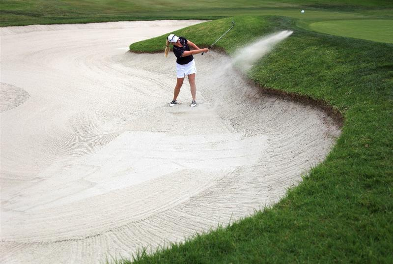 LA JOLLA, CA - SEPTEMBER 17: Brittany Lincicome hits out the bunker on the 1st green during the first round of the LPGA Samsung World Championship on September 17, 2009 at Torrey Pines Golf Course in La Jolla, California.  (Photo By Donald Miralle/Getty Images)