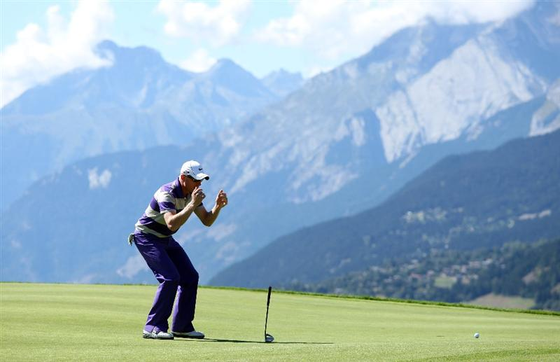 CRANS, SWITZERLAND - SEPTEMBER 05:  Simon Dyson of England reacts after narrowly missing a putt on the seventh green during the third round of The Omega European Masters at Crans-Sur-Sierre Golf Club on September 5, 2009 in Crans Montana, Switzerland.  (Photo by Andrew Redington/Getty Images)