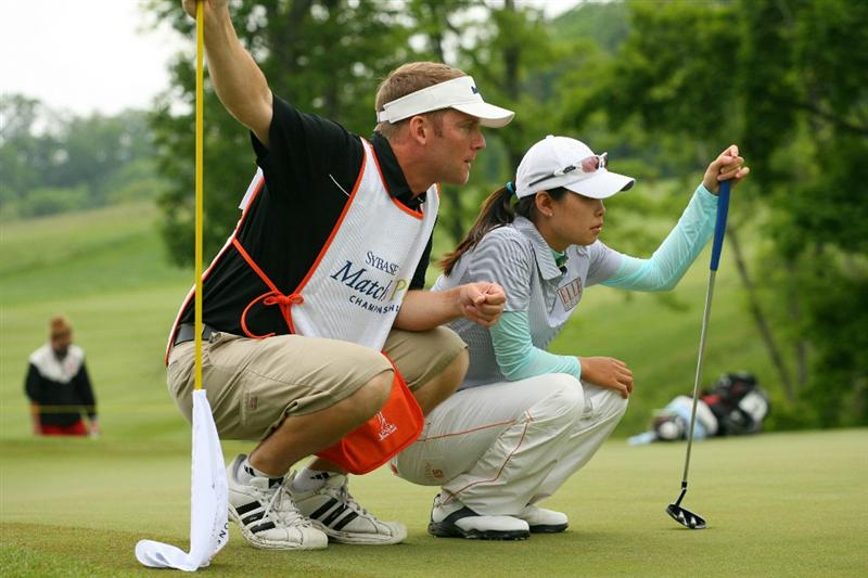 GLADSTONE, NJ - MAY 23: Sun Young Yoo of South Korea and her caddie Kurt Kowaluk line up a putt during the final round of the Sybase Match Play Championship at Hamilton Farm Golf Club on May 23, 2010 in Gladstone, New Jersey. (Photo by Hunter Martin/Getty Images)