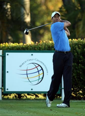DORAL, FL - MARCH 11:  Tiger Woods of the USA drives from the 6th tee during the final day of practice for the World Golf Championships-CA Championship at the Doral Golf Resort & Spa on March 11, 2009 in Miami, Florida  (Photo by David Cannon/Getty Images)