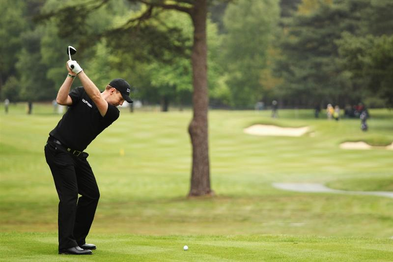 VIRGINIA WATER, ENGLAND - MAY 20:  Stephen Gallacher of Scotland plays his tee shot on the 12th hole during the first round of the BMW PGA Championship on the West Course at Wentworth on May 20, 2010 in Virginia Water, England.  (Photo by Ross Kinnaird/Getty Images)