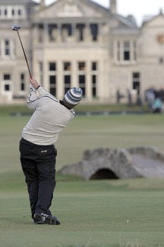 Kenneth Ferrie tees off on the 18th hole during the final round of the 2005 Dunhill Links Championship at the St Andrews Old Course in St. Andrews, Scotland on October 2, 2005.Photo by Thomas Main/WireImage.com