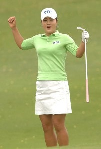 Meena Lee celebrates after forcing a sudden death playoff against Seon Hwa Lee in the final round of the inaugural 2006 Fields Open in Hawaii at Ko Olina Golf Club in Kapolei, Hawaii February 25, 2006.Photo by Steve Grayson/WireImage.com