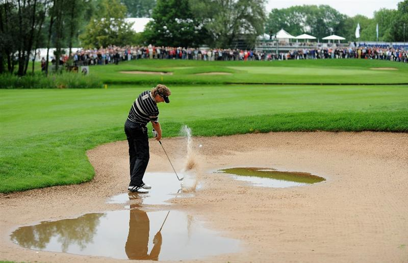 MUNICH, GERMANY - JUNE 25:  Bernhard Langer of Germany plays his approach shot on the 11th hole during the first round of The BMW International Open Golf at The Munich North Eichenried Golf Club on June 25, 2009, in Munich, Germany  (Photo by Stuart Franklin/Getty Images)