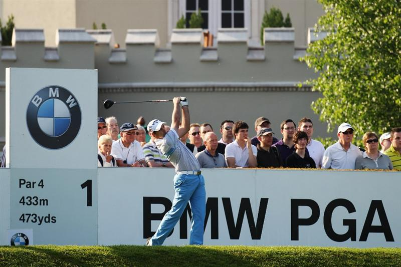VIRGINIA WATER, ENGLAND - MAY 21:  Oliver Wilson of England tees off on the 1st hole during the second round of the BMW PGA Championship on the West Course at Wentworth on May 21, 2010 in Virginia Water, England.  (Photo by Ross Kinnaird/Getty Images)