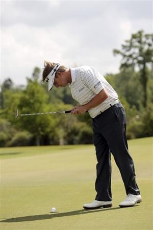 AVONDALE, LA - APRIL 24: David Toms pauses for some 20 seconds or so over his ball, hoping it will fall in the cup for a birdie on the 1st hole, during the second round of the Zurich Classic at TPC Louisiana on April 24, 2009  in Avondale, Louisiana. Toms made a par.  (Photo by Dave Martin/Getty Images)