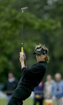 Rosie Jones misses a birdie putt on the 8th holeduring the second round of the 2005 Wegman's Rochester LPGA at Locust Hill Country Club in  Pittsford, New York on June 17, 2005.Photo by Michael Cohen/WireImage.com