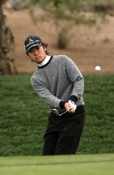 SCOTTSDALE, AZ - FEBRUARY 03:  Kevin Na chips onto the first green during the final round  of the FBR Open on February 3, 2008 at TPC of Scottsdale in Scottsdale, Arizona.  (Photo by Stephen Dunn/Getty Images)