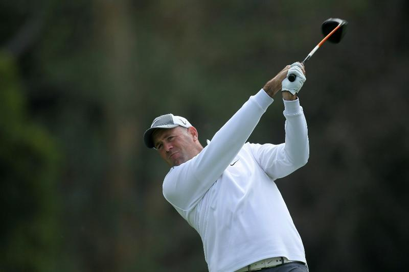 PACIFIC PALISADES, CA - FEBRUARY 19:  Stewart Cink hits his tee shot on the ninth hole during round three of the Northern Trust Open at Riviera Country Club on February 19, 2011 in Pacific Palisades, California.  (Photo by Stephen Dunn/Getty Images)