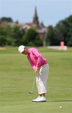 LYTHAM ST ANNES, ENGLAND - AUGUST 02:  Catriona Matthew of Scotland putts on the 2nd hole during the final round of the 2009 Ricoh Women's British Open Championship held at Royal Lytham St Annes Golf Club, on August 2, 2009 in Lytham St Annes, England.  (Photo by David Cannon/Getty Images)