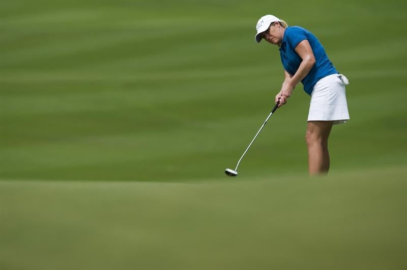 CHON BURI, THAILAND - FEBRUARY 19:  Cristie Kerr of USA chips onto the 10th green during round two of the Honda LPGA Thailand at the Siam Country Club on February 19, 2010 in Chon Buri, Thailand.  (Photo by Victor Fraile/Getty Images)