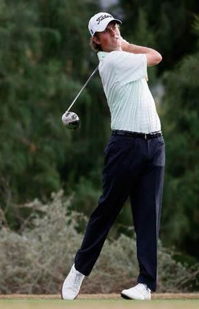 LA QUINTA, CA - JANUARY 23:  Webb Simpson hits a tee shot on the 16th hole during the third round of the Bob Hope Chrysler Classic at the Nicklaus Course at PGA West on January 23, 2009 in La Quinta, California.  (Photo by Jeff Gross/Getty Images)