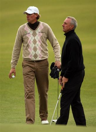 ST ANDREWS, SCOTLAND - OCTOBER 01:  Maarten Lafeber of Holland (left) watches the putt of his playing partner Johan Cruyff, Holland football legend, on the 18th hole during the first round of The Alfred Dunhill Links Championship at The Old Course on October 1, 2009 in St. Andrews, Scotland.  (Photo by Andrew Redington/Getty Images)