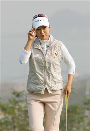 INCHEON, SOUTH KOREA - OCTOBER 30:  Kyeong Bae in the 12th hole during round one of Hana Bank Kolon Championship at Sky 72 Golf Club on October 30, 2009 in Incheon, South Korea.  (Photo by Chung Sung-Jun/Getty Images)